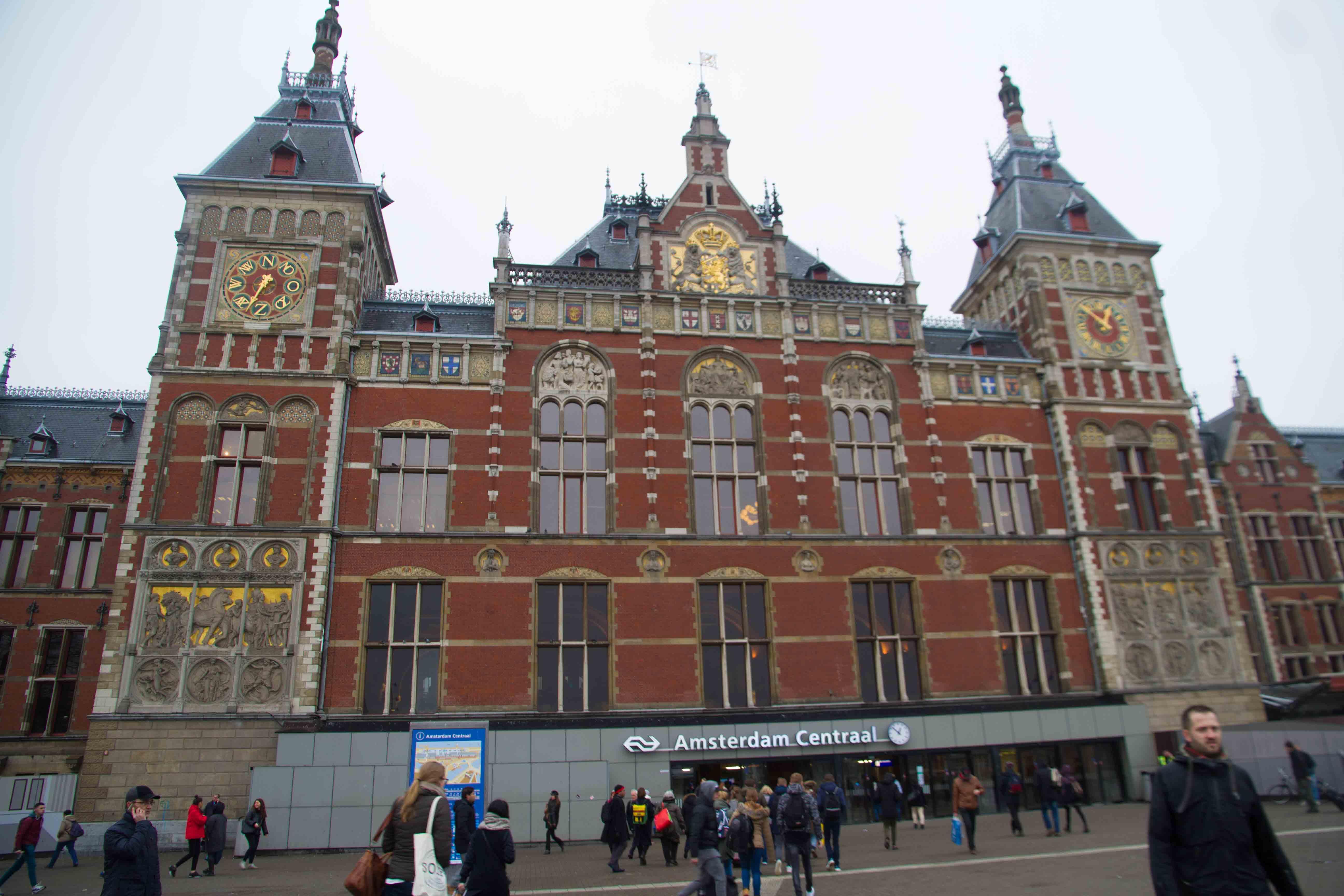 アムステルダム中央駅から徒歩10分ほど。