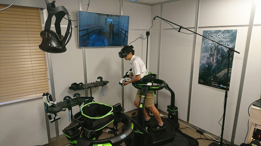 VR空間を走り回る筆者2