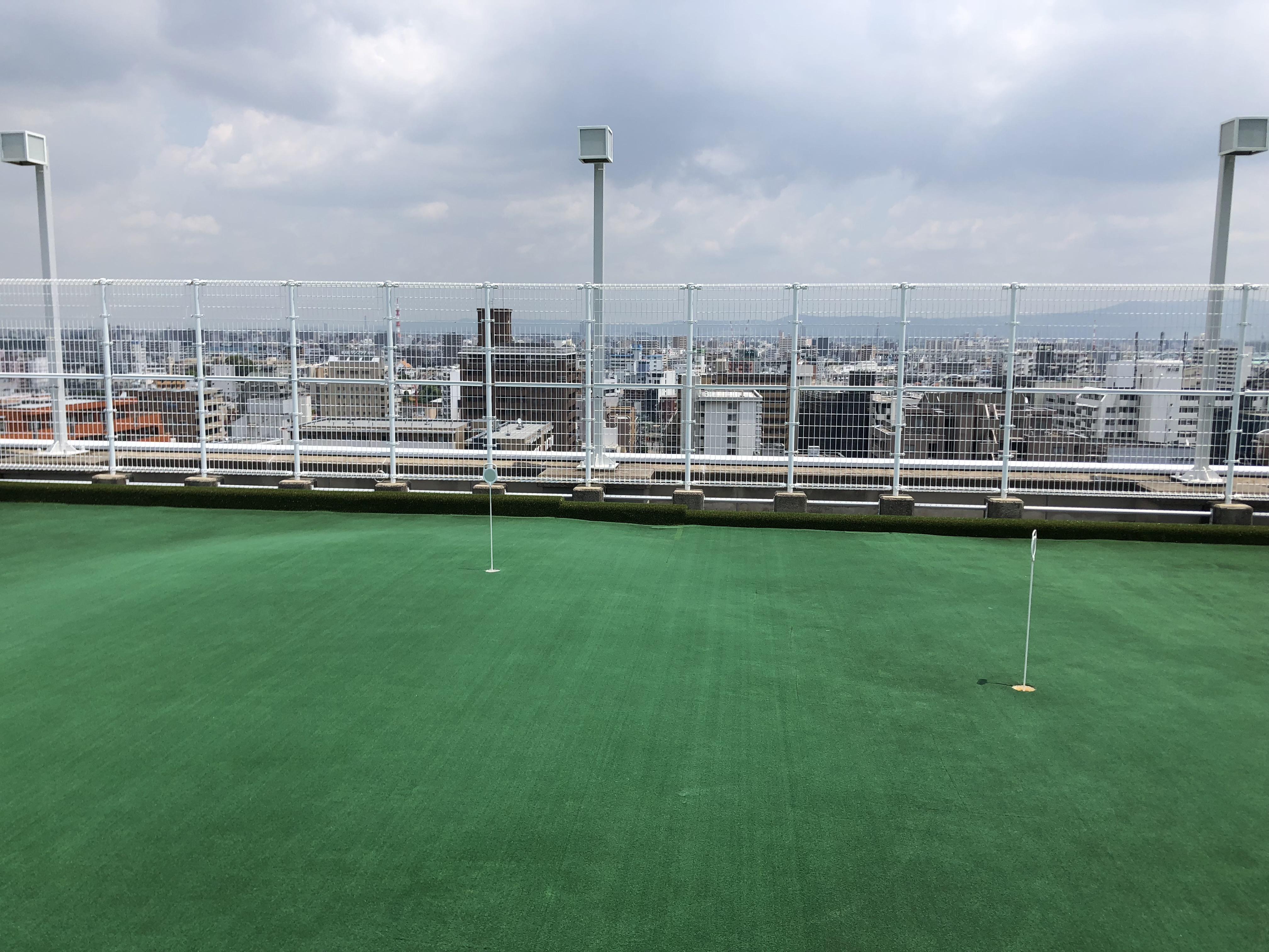 セントランド本社がある新大阪グランドビルの屋上にはパターゴルフ場が!